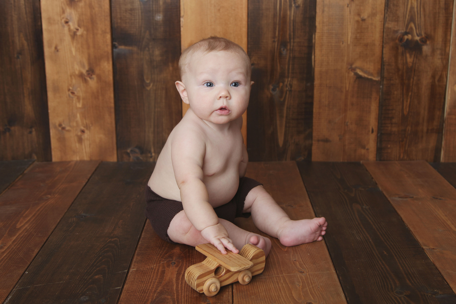 Fort Worth Baby Photographer wood backdrop