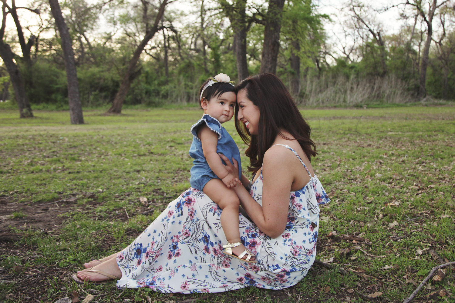 Fort Worth Baby Photographer family outside